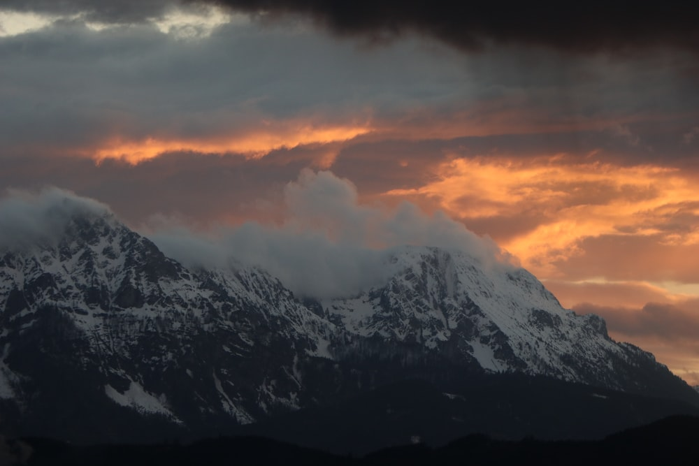 icy moutanin scenery