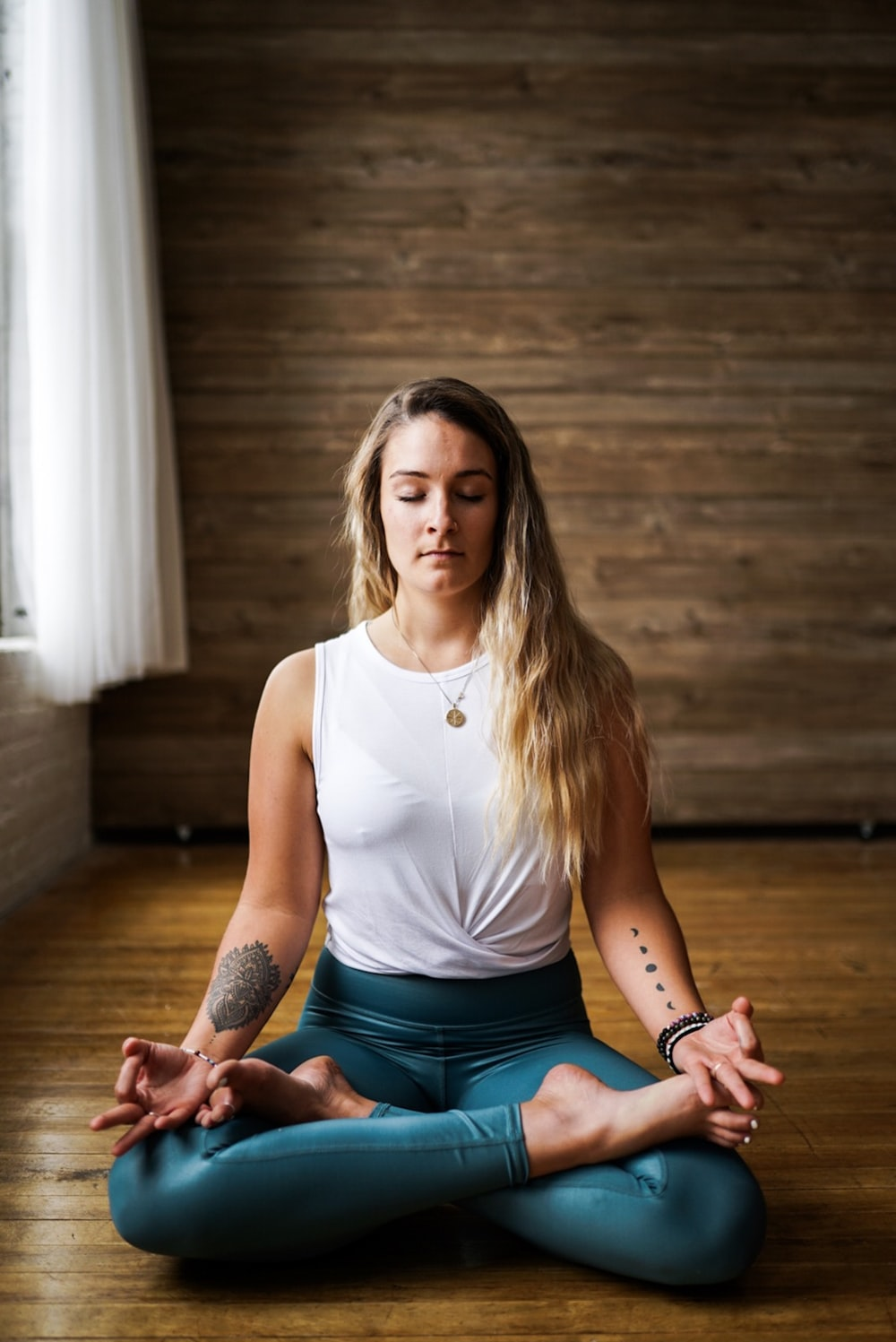 woman meditating inside room during daytime