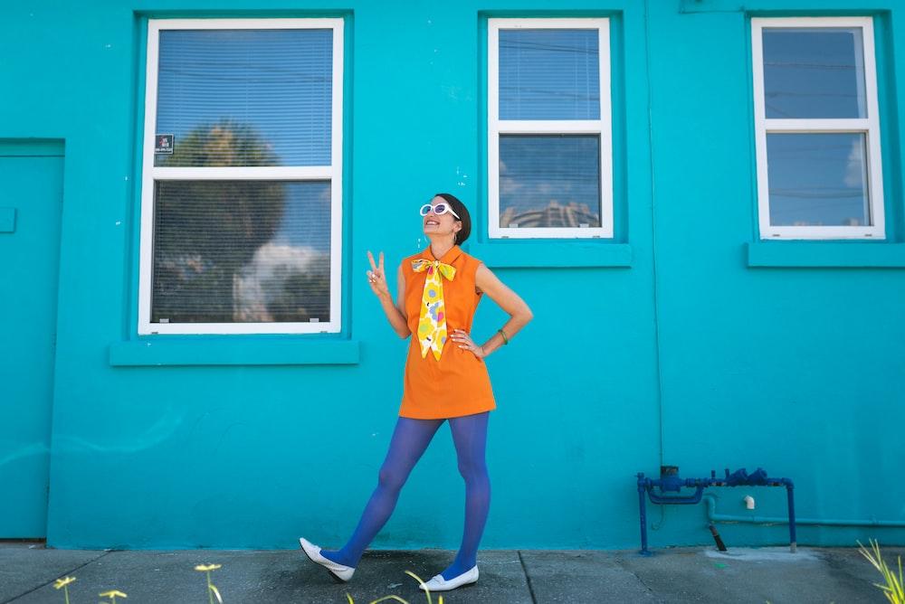woman in orange sleeveless shirt