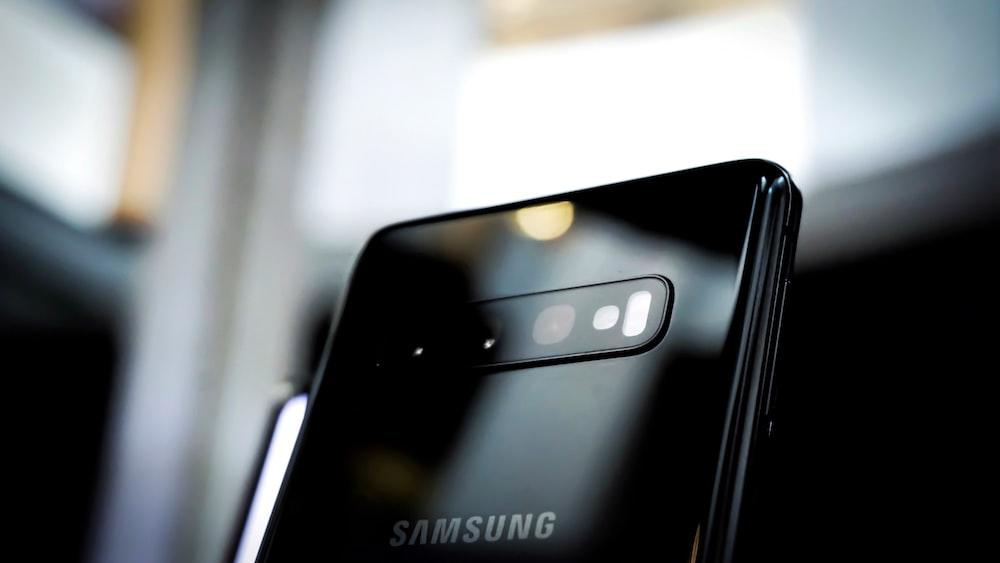 selective focus photography of black Samsung Galaxy smartphone