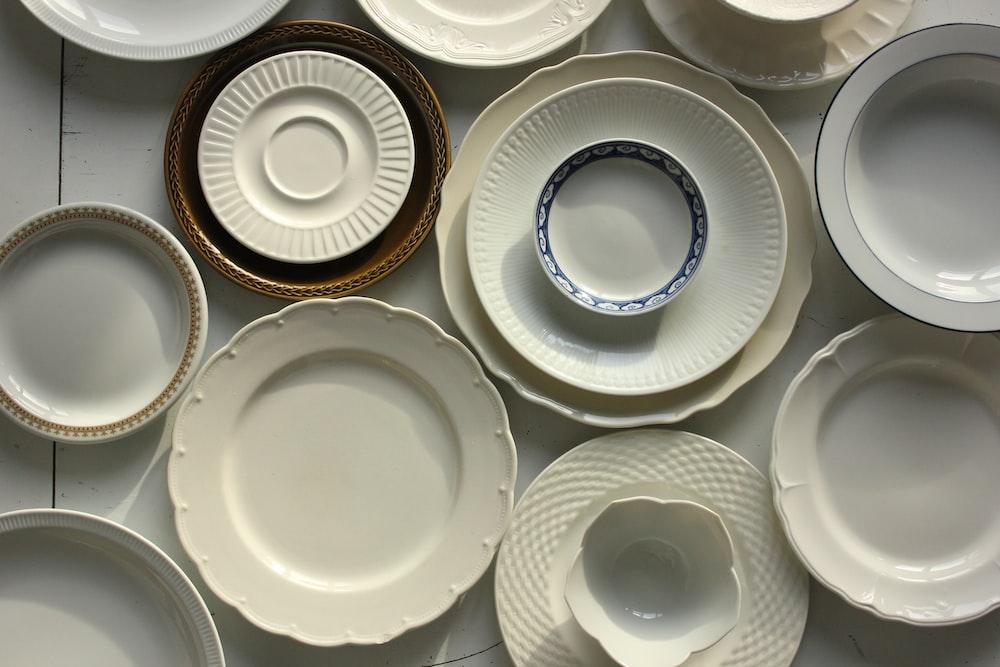 assorted-color ceramic dinnerware set