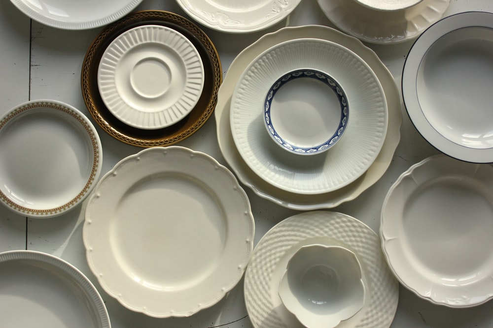 King Tak Hong is known for selling an extensive range of kitchenware, particularly porcelain plates.