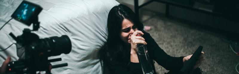 芦名星が自宅で自殺か。芸能人の自殺増加の原因とは?