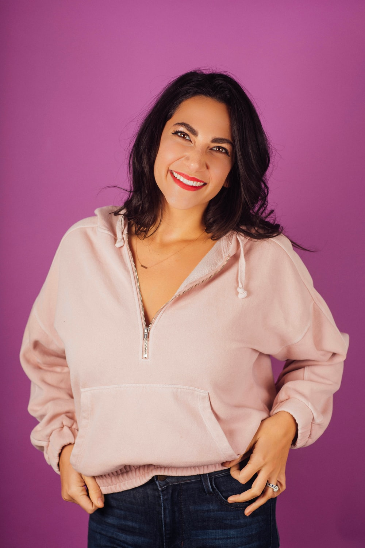 smiling woman wearing pullover hooei