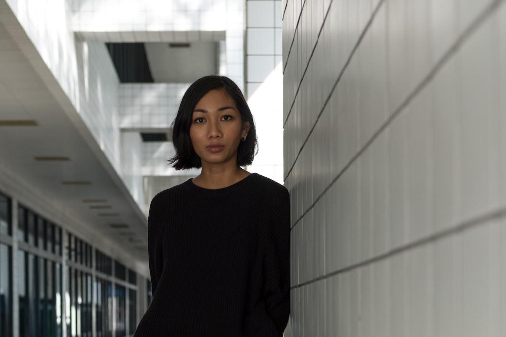 woman wearing black long-sleeved top