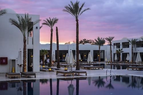 Hotels that take cash