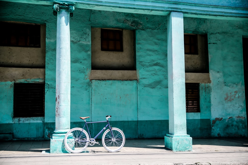 black hardtail bike