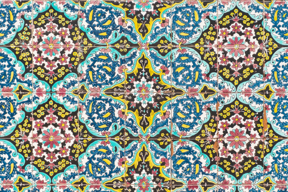 blue, red, and brown floral wallpaper