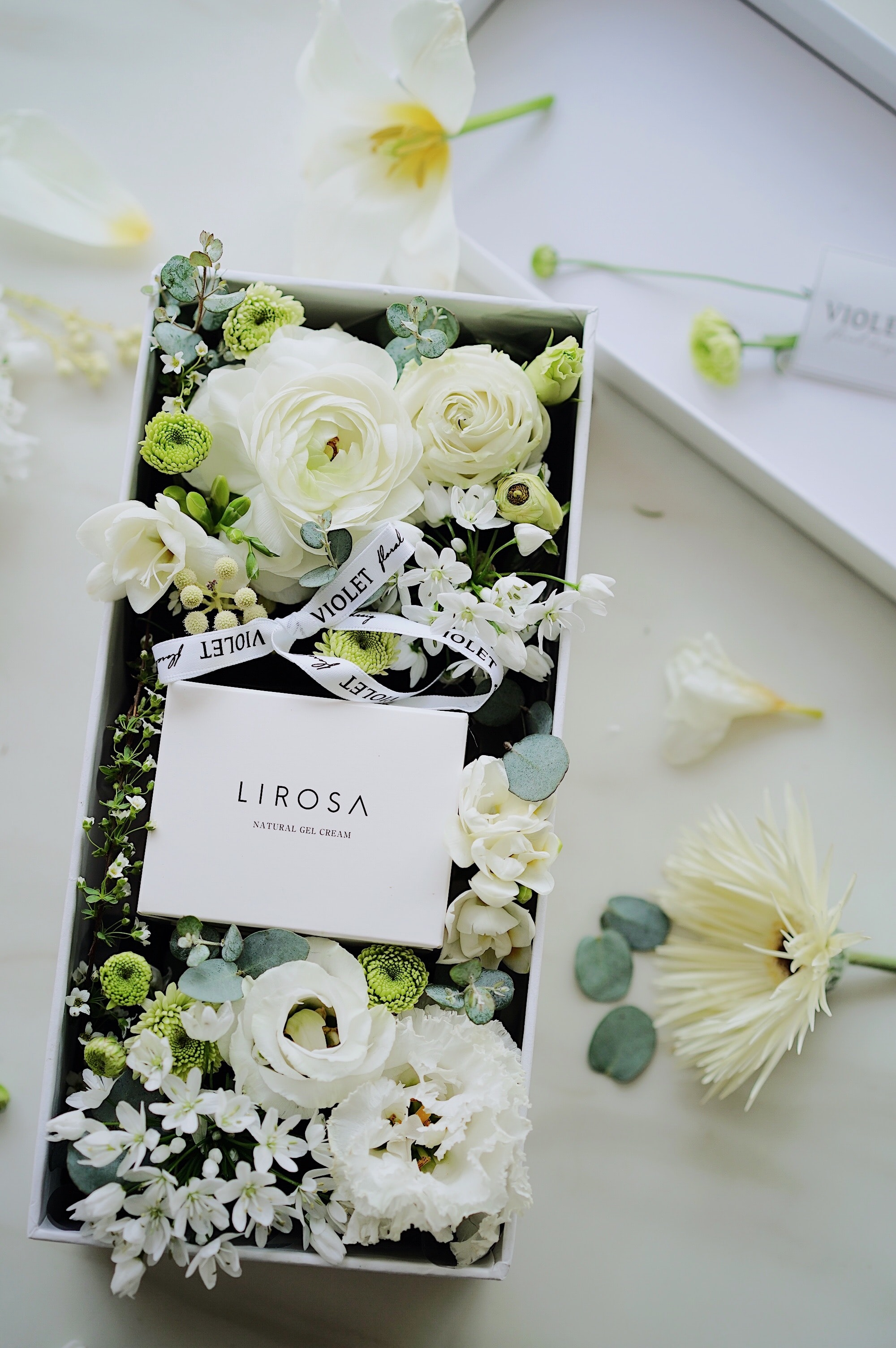 Lirosa flowers in box