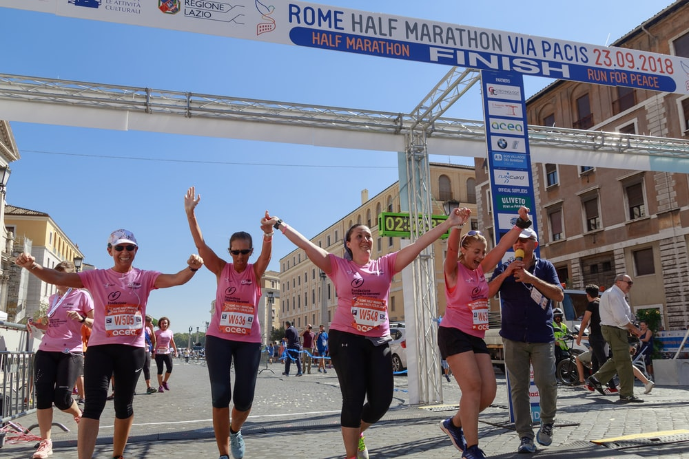 people participating Rome Half Marathon during daytime