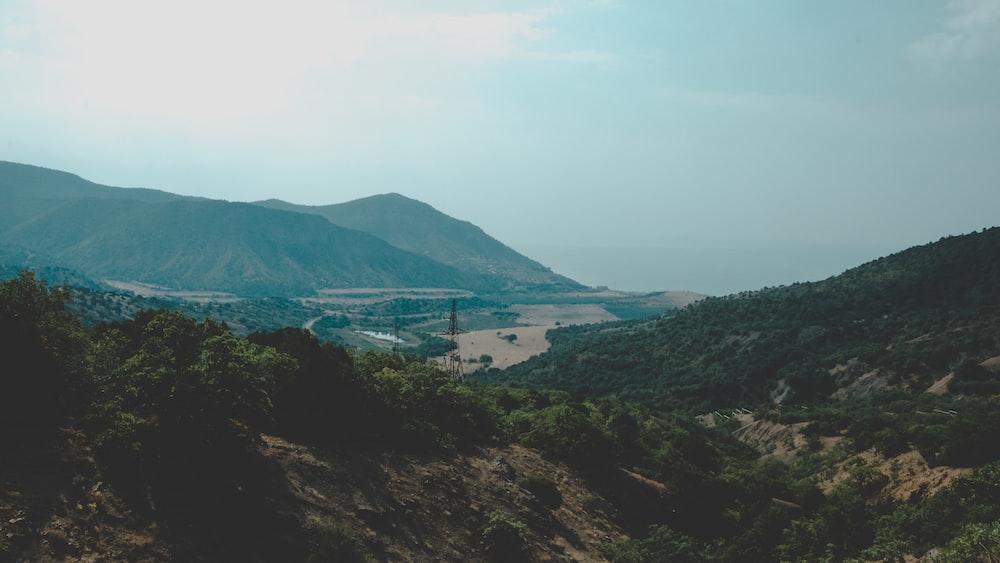 mountain photo during daytime