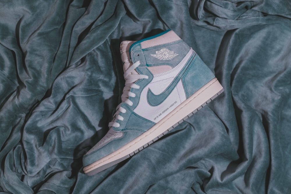 unpaired teal Air Jordan 1 shoe