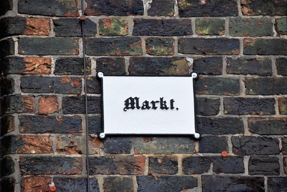 Marki signage