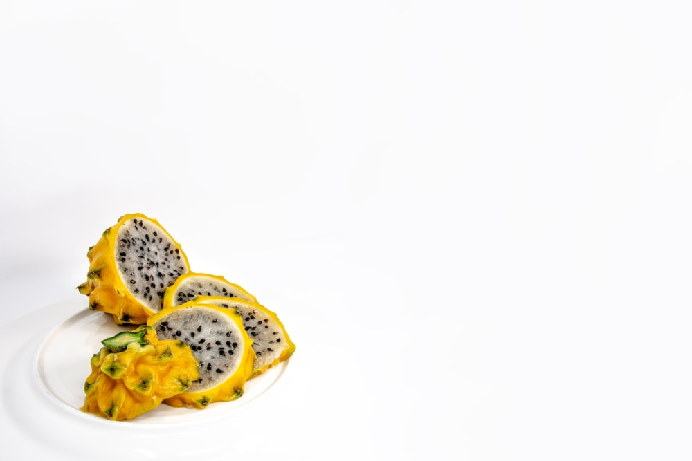 sliced yellow fruits
