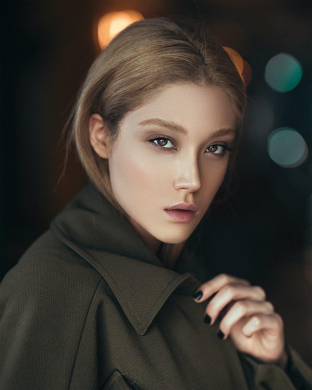 woman wearing gray collared coat