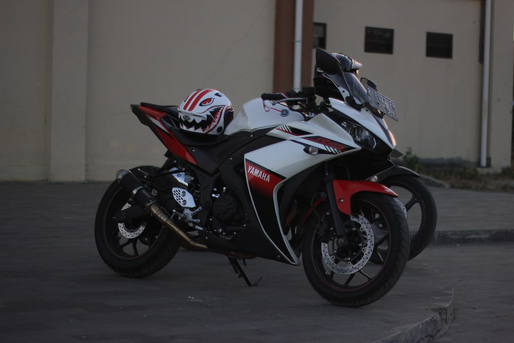 white and red sportbike