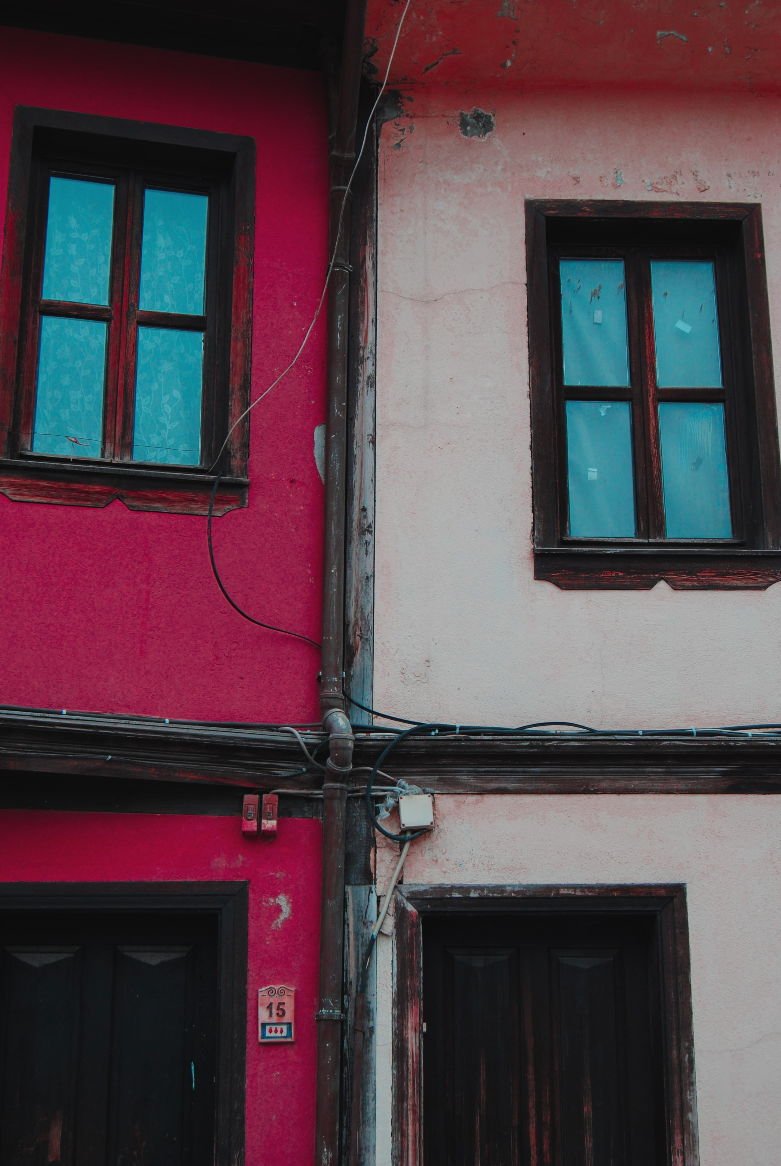 picture of a house with two windows