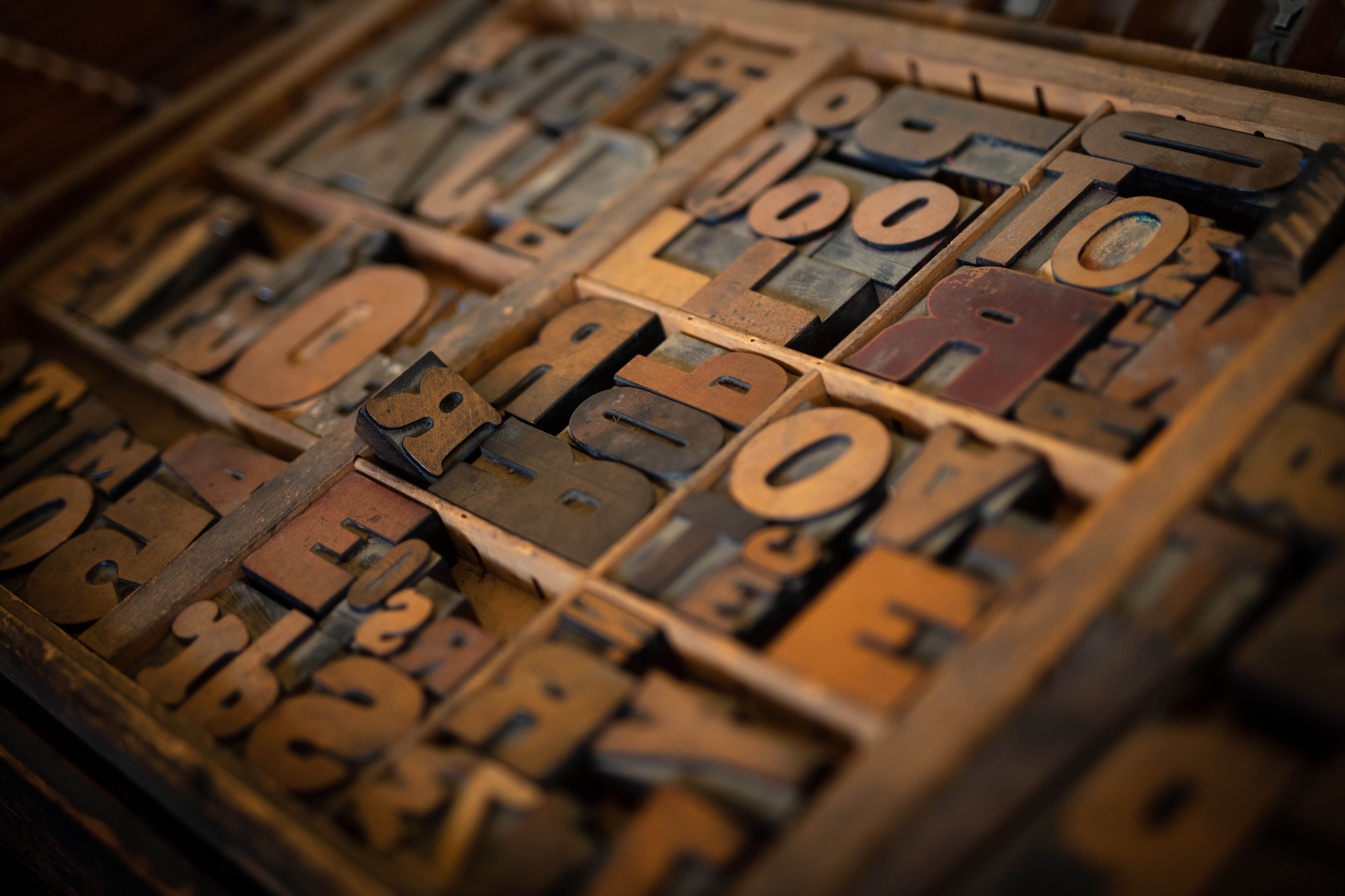 brown letters decors