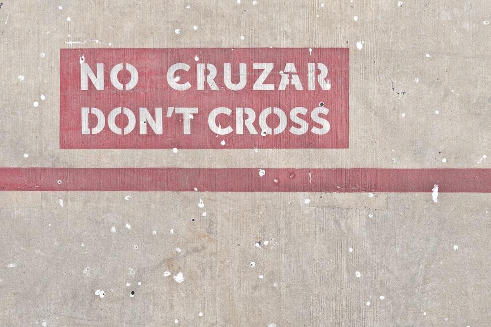 no cruzar don't cross signage