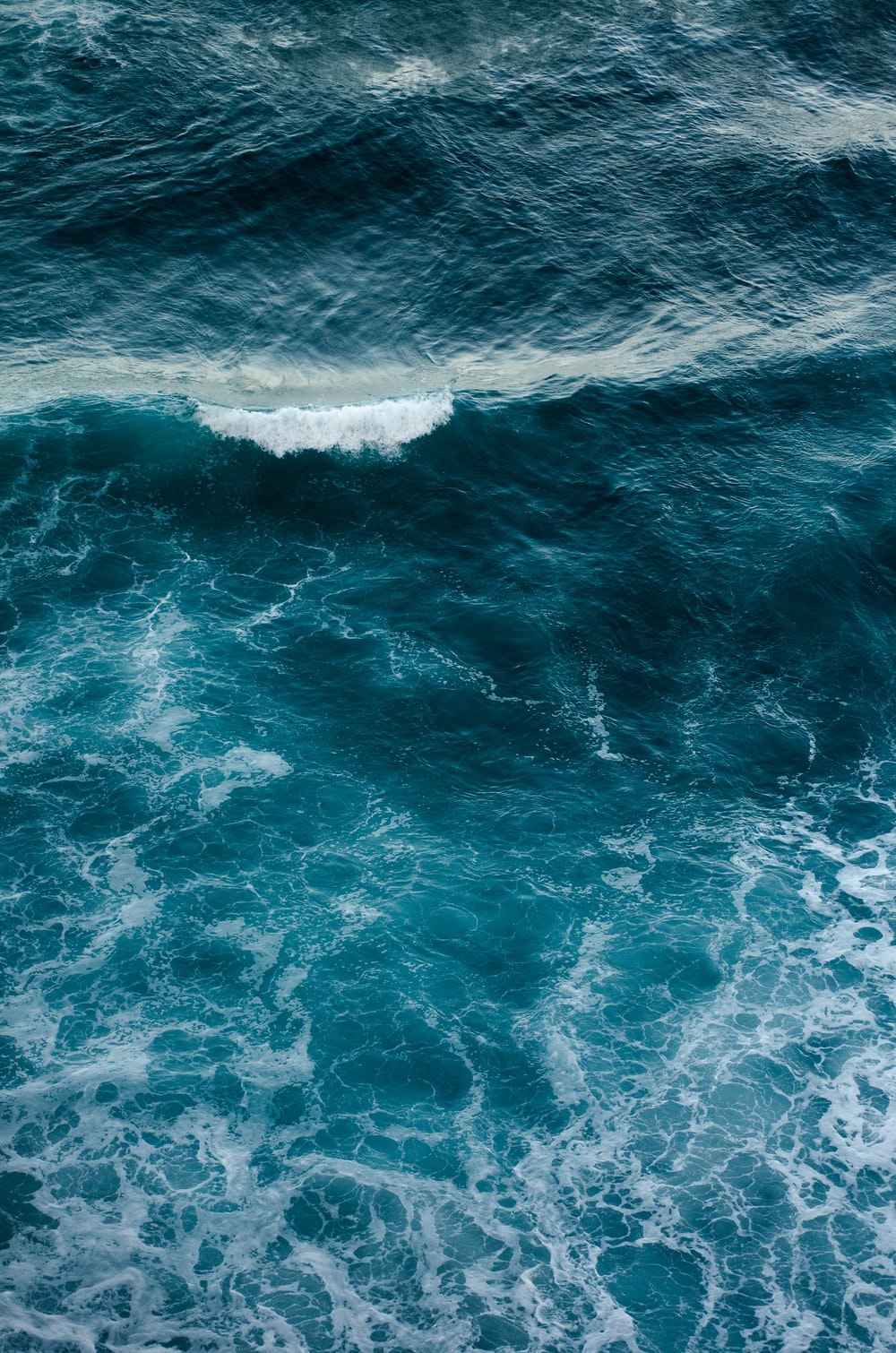 waves of sea water during daytime