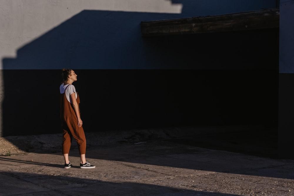woman wearing brown jumpsuit