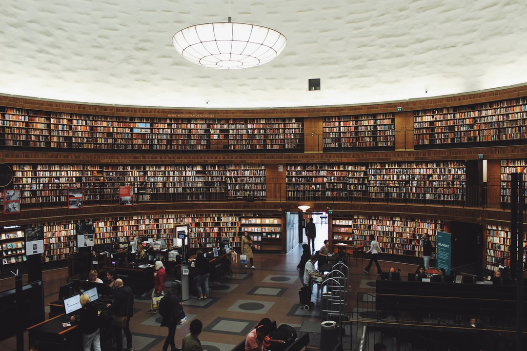 The Stockholm Public Library is Stockholm's main library in Sweden. Its construction began in 1924 and was completed in 1928. It was designed by the Swedish architect Gunnar Asplund and is one of the most emblematic buildings in the city.