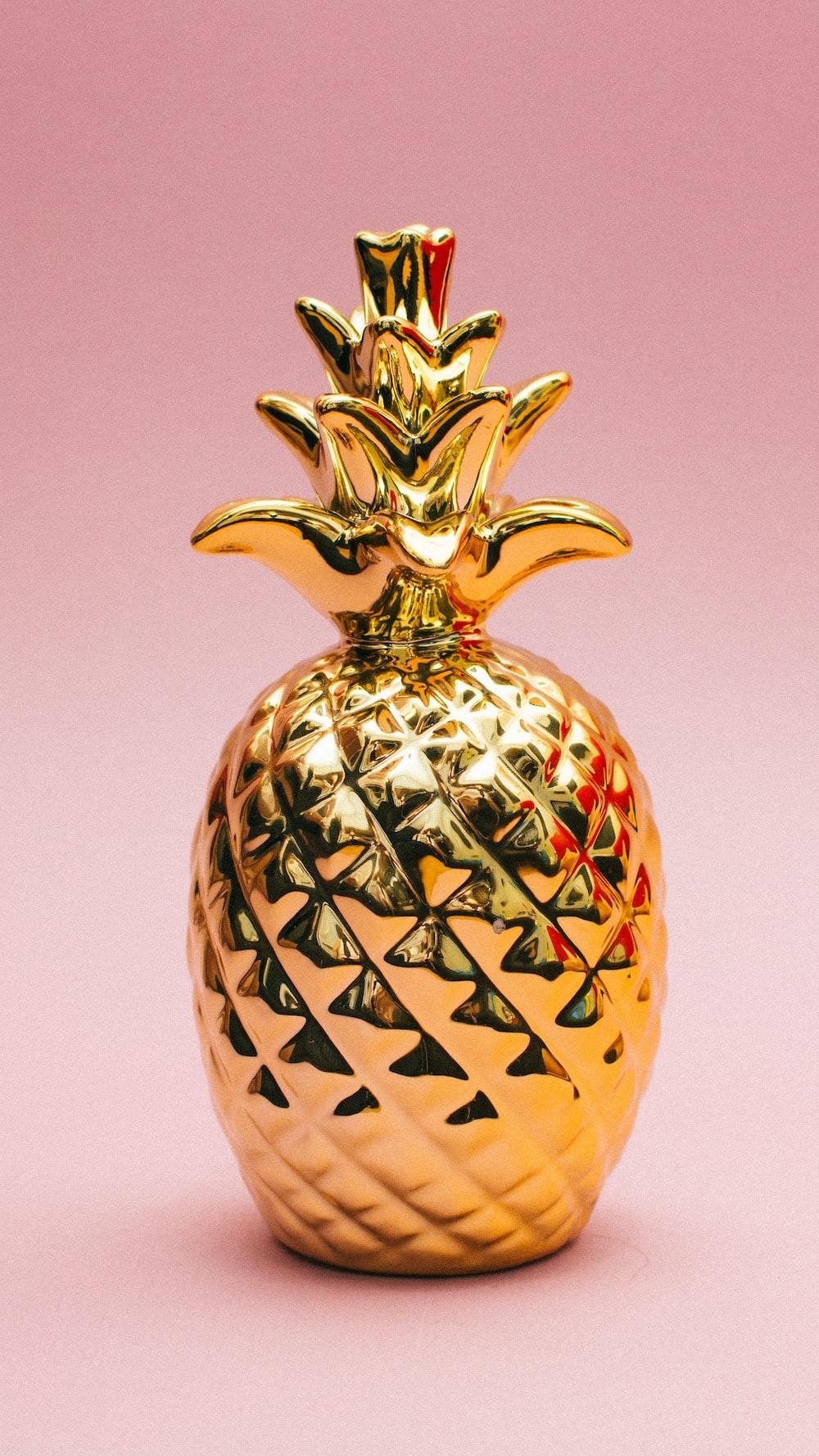 gold pineapple decor