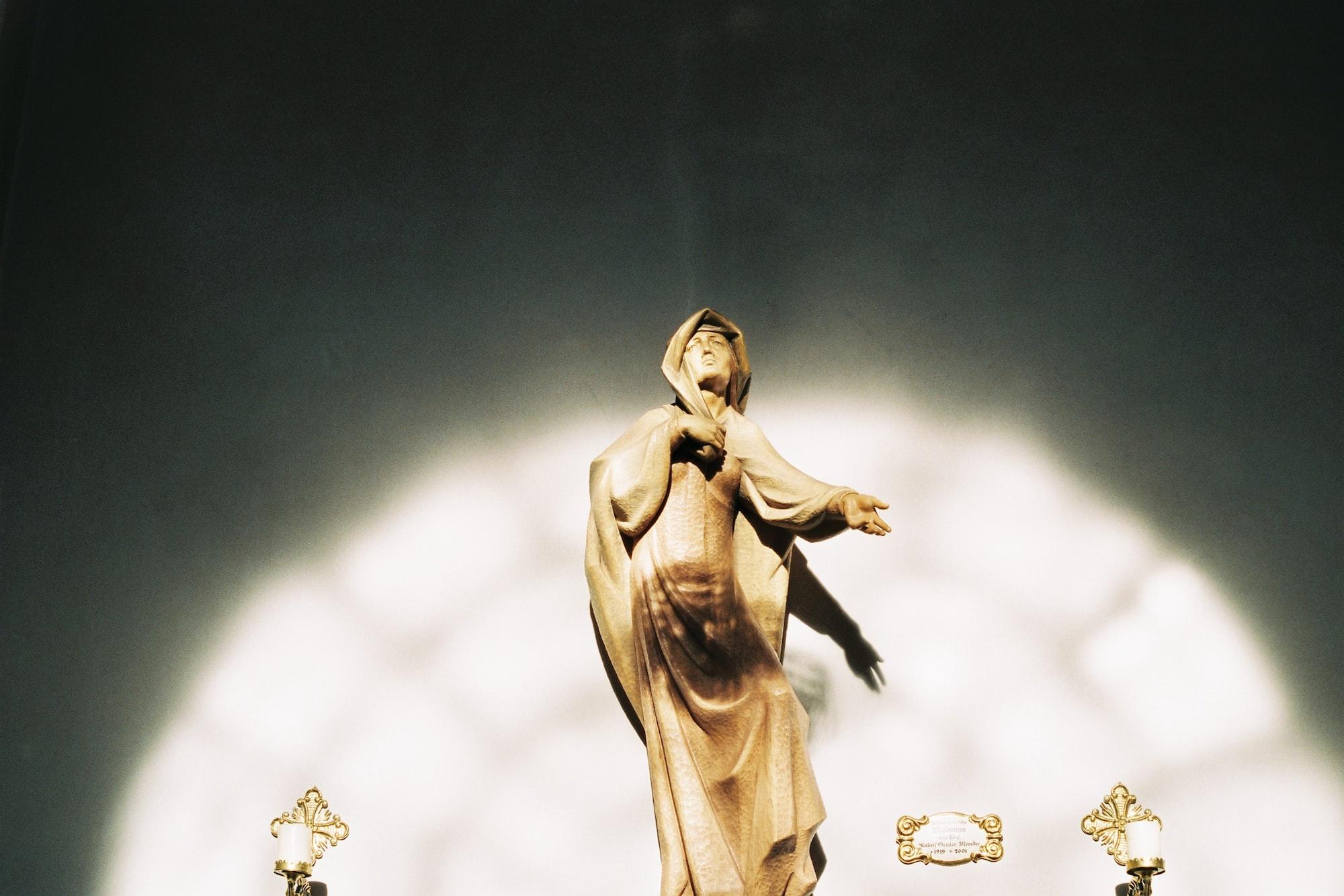 Nascente Maria (per la Madonna)