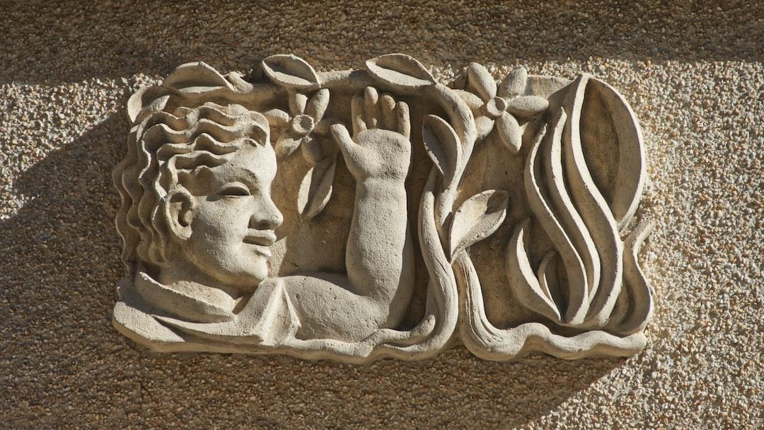 Sculpture au dessus d'une porte
