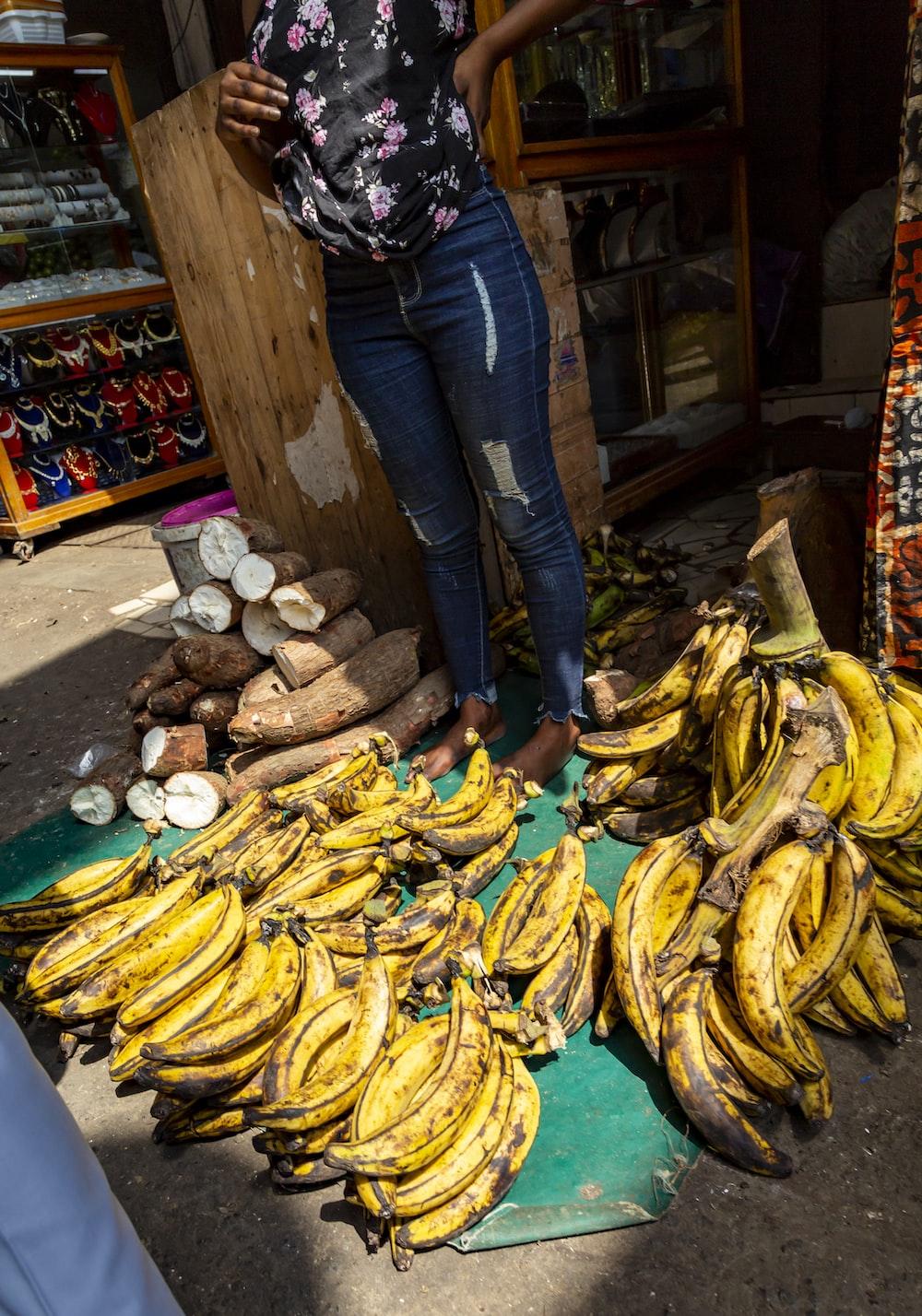 pile of yellow bananas