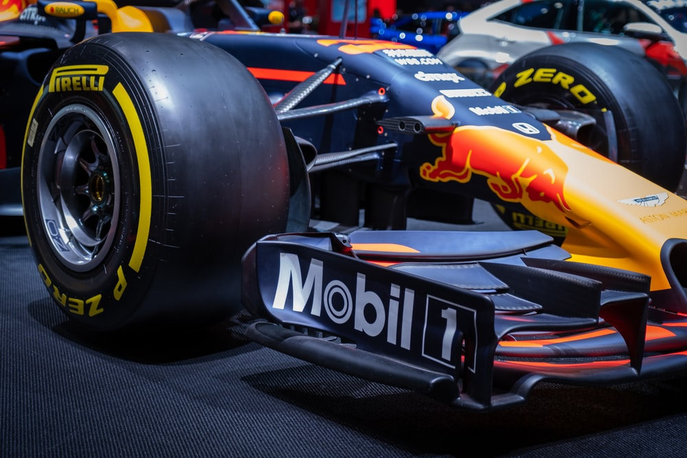 black and orange F1
