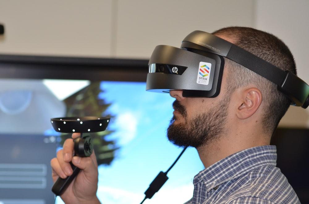gray and black HP virtual reality headset