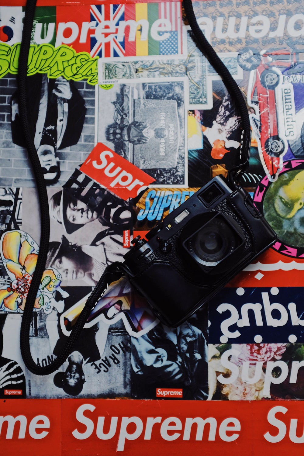 Supreme Wallpapers Free Hd Download 500 Hq Unsplash