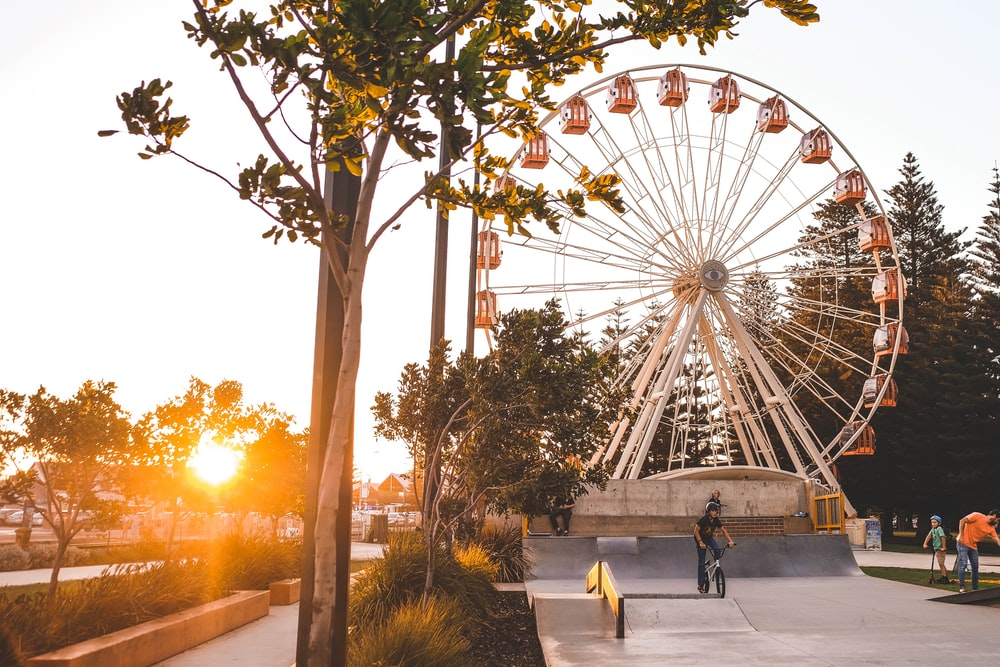 ferris wheel under sunrays