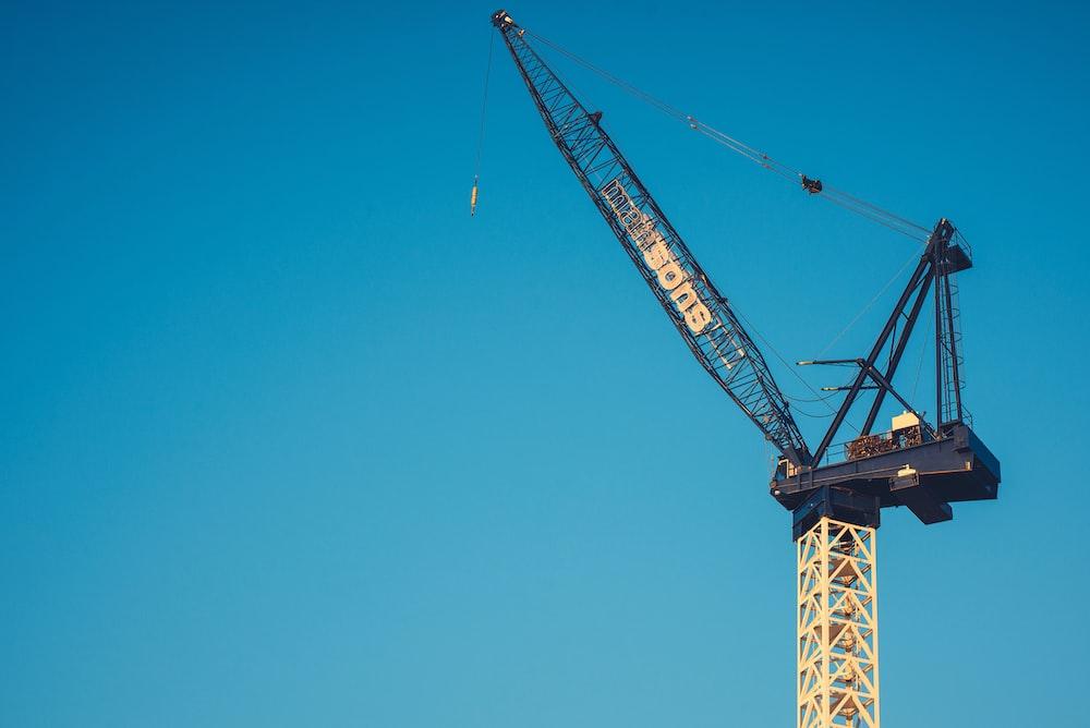 gray and yellow crane