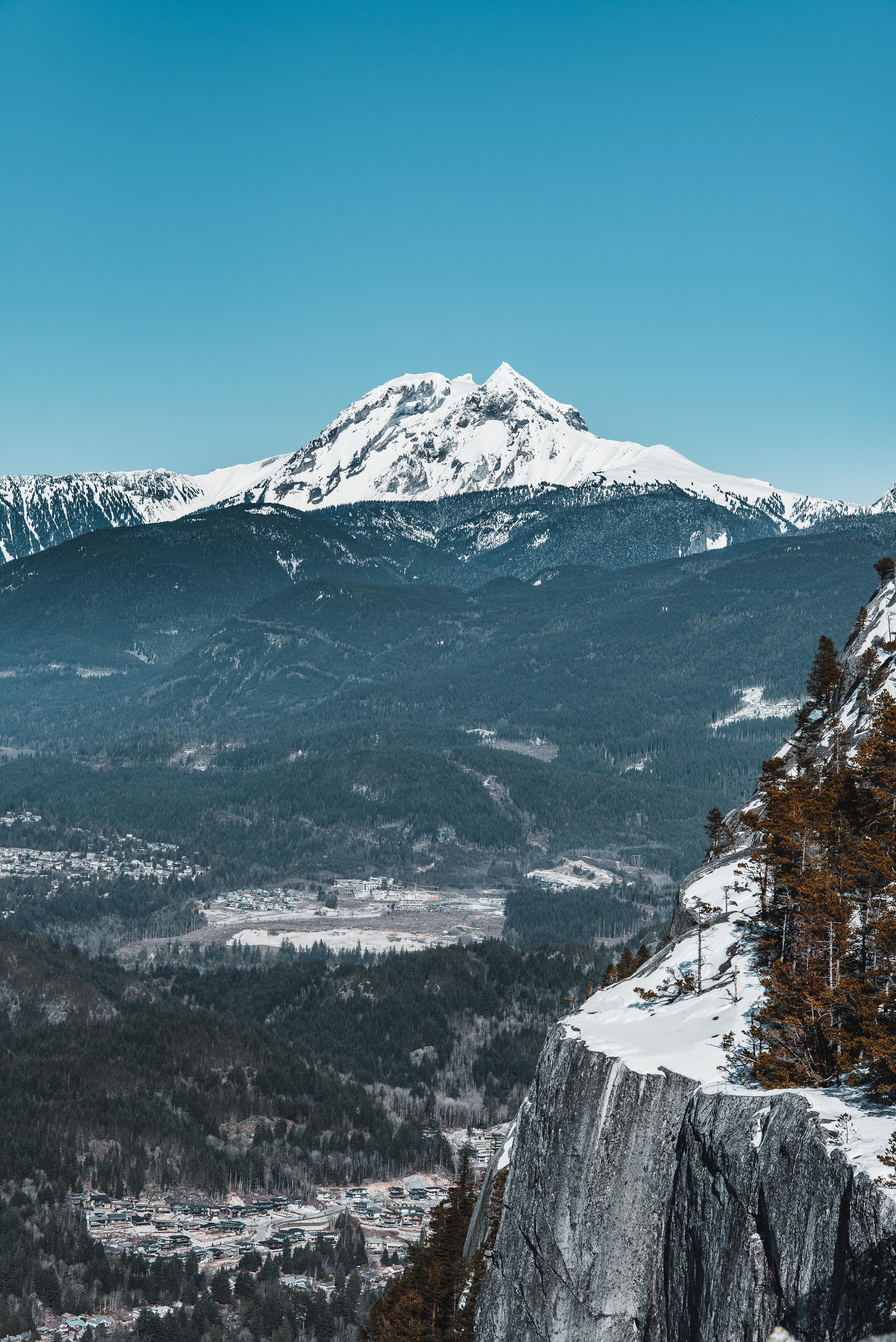 icy mountain scenry