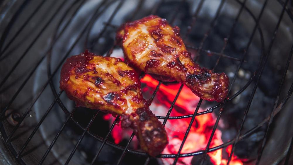 closeup photo of grilled chicken drumsticks