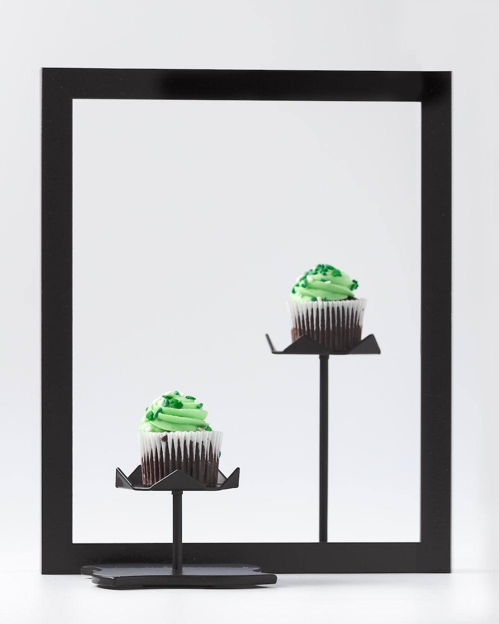 black cupcake rack