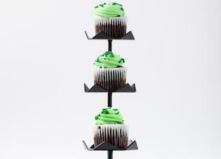 black 3-tier cupcake stand