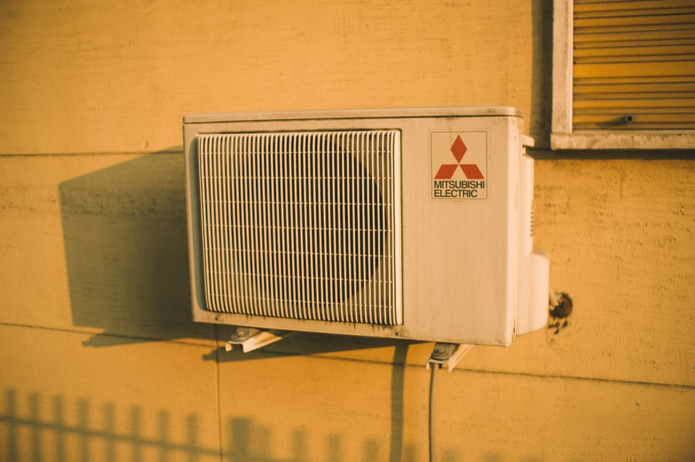 white MItsubishi Electric outdoor AC unit outside during daytime