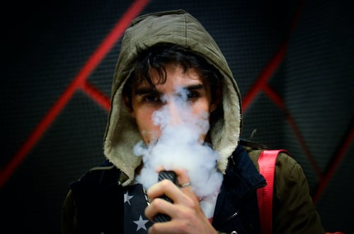 Anti-vaping advocates push to raise minimum age for nicotine