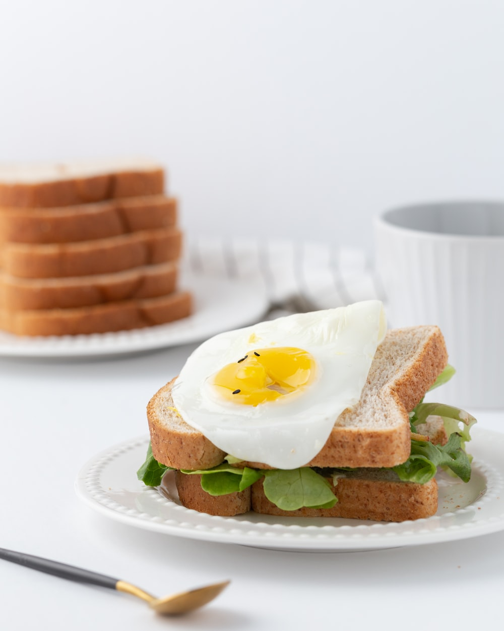 leaf vegetable with bread and egg