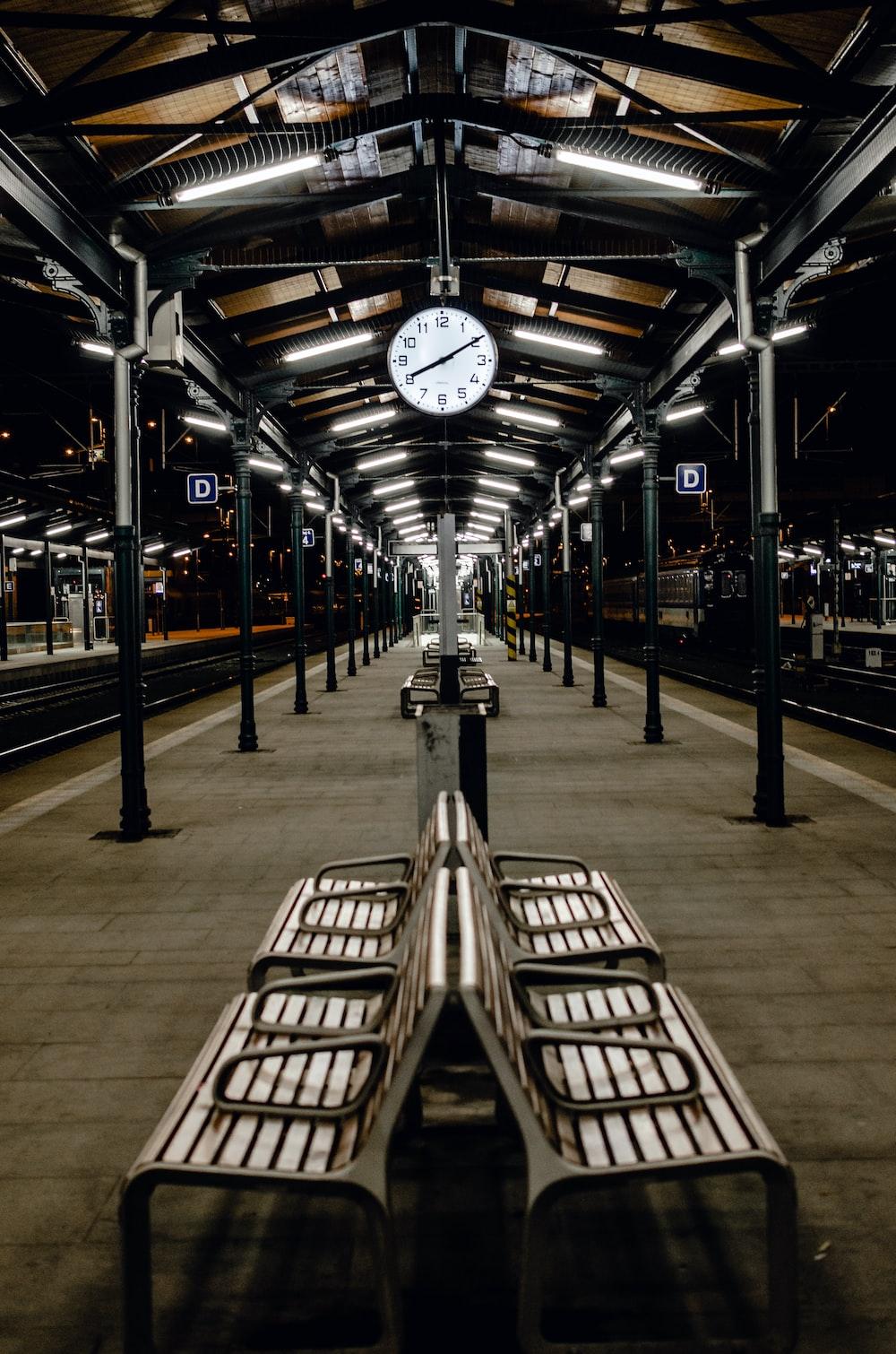 analog clock displaying 8:10