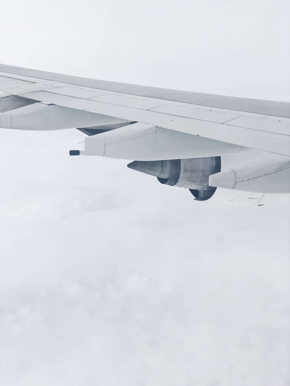 shallow focus photo of gray airplane wings