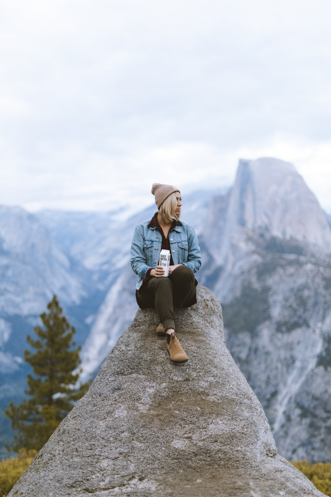 hiking mountain unsplash aesthetic climbing wallpapers hike plan helppoa viisi outdoors nomadismo digitale workout camping jotka milloin vain toteuttaa voit