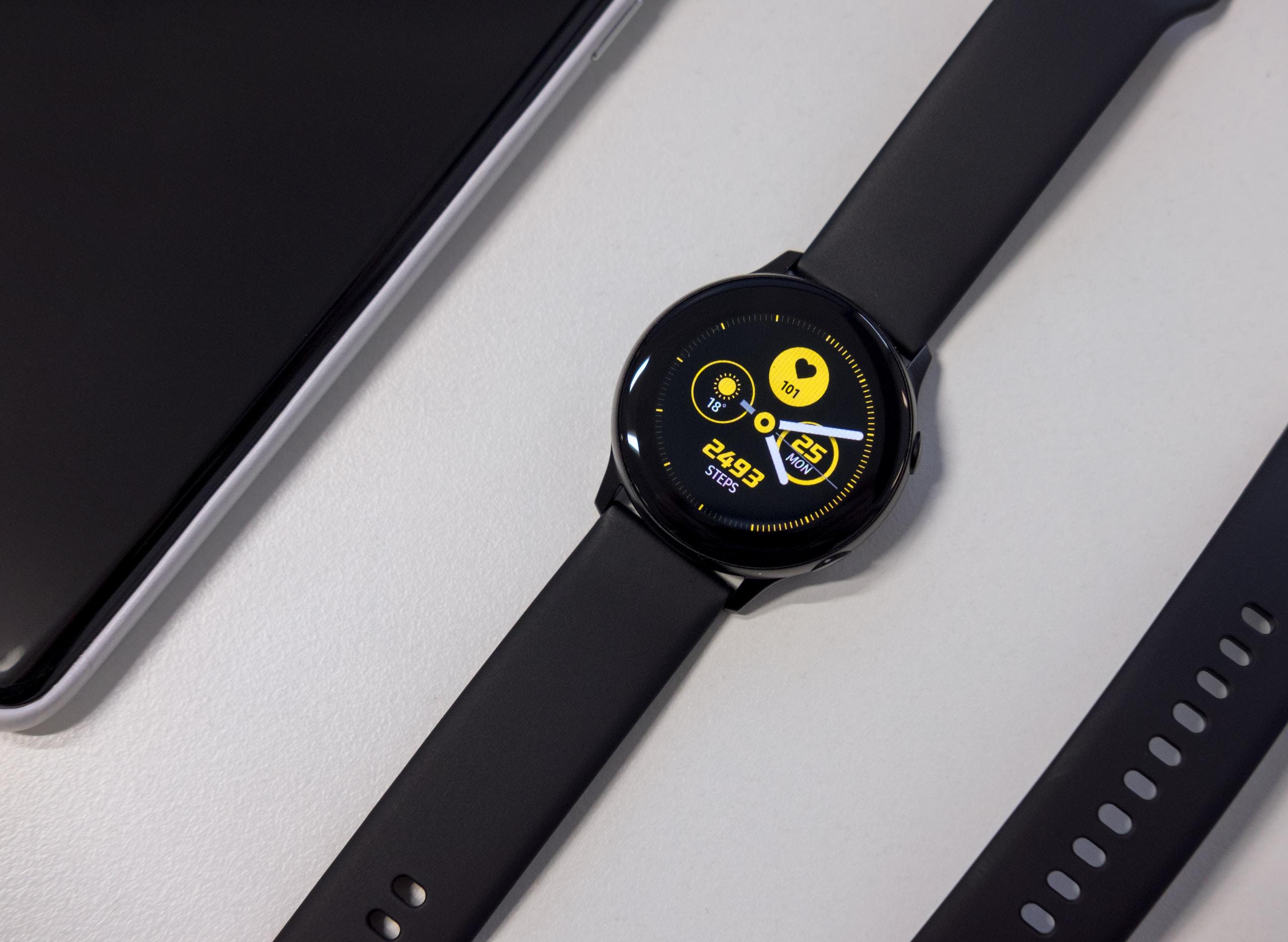 Facebook lanzaría su smartwatch en 2022 y tendría cámara desmontable