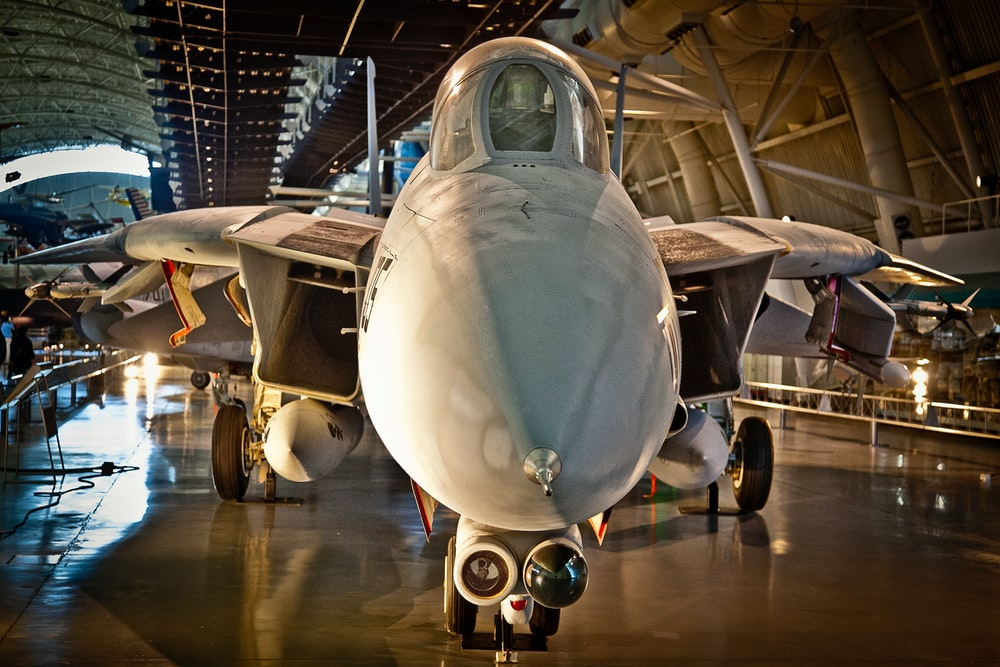 photo of white and gray fighter jet