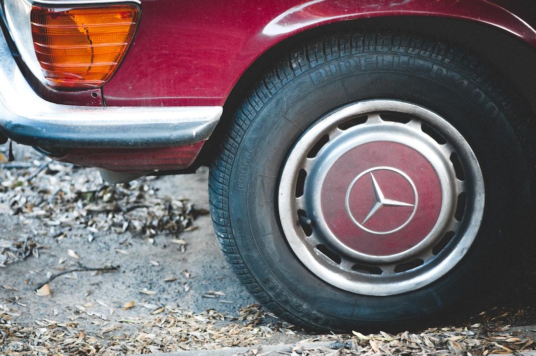 Reifendruck am Auto prüfen