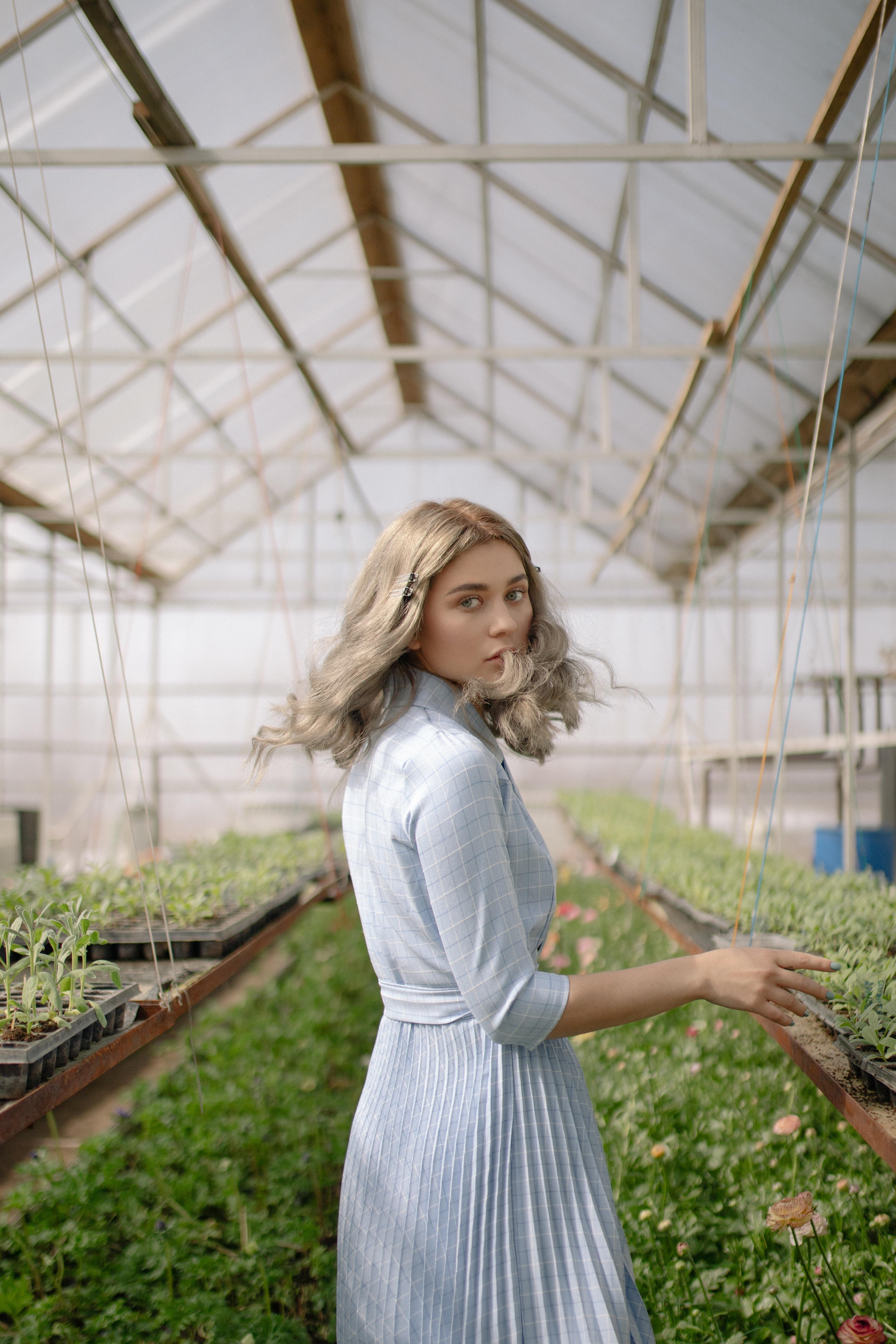 My instagram - aiony Please tag/credit me if you use/post/edit my photo! Location: Almaty, Kazakhstan / Daisy flowers Model: Veronika Zhangalova Muah: Robert Aldiyarov