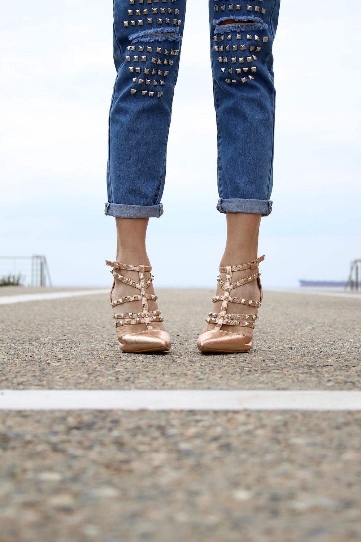 woman wearing beige leather heels